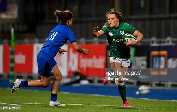 Dublin , Ireland - 24 October 2020; Béibhinn Parsons of Ireland in action against Aura Muzzo of Italy during the Women's Six Nations Rugby...