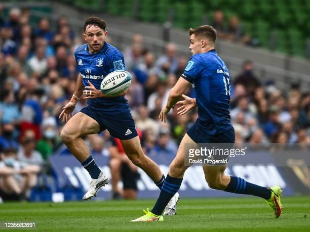 Dublin , Ireland - 25 September 2021; Garry Ringrose of Leinster passes to Hugo Keenan during the United Rugby Championship match between Leinster...