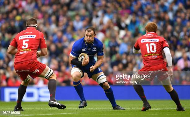 Dublin Ireland 26 May 2018 Rhys Ruddock of Leinster in action against Steve Cummins left and Rhys Patchell of Scarlets during the Guinness PRO14...