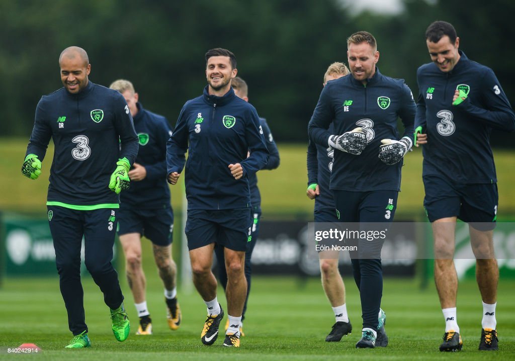 Republic of Ireland Squad Training and Press Conference : Fotografía de noticias