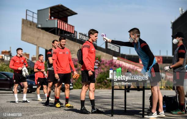 Dublin , Ireland - 8 June 2020; Paddy Kirk has his temperature taken by Aaron Fitzsimons, Equipment Manager, as his team-mates wait in line, ahead of...