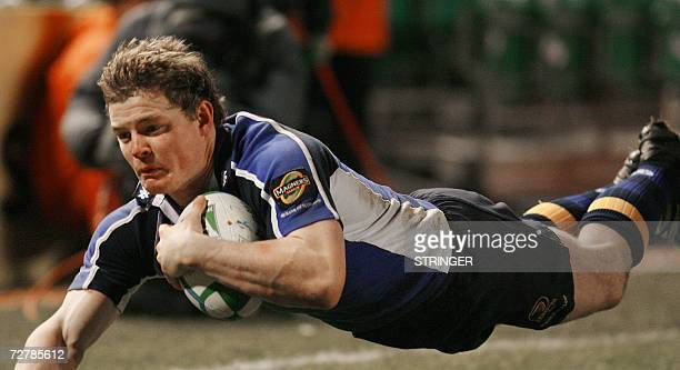 Brian O'Driscoll of Leinster dives for a try against Agen 09 December 2006 during the Heineken Cup rugby at Landsdown Road Stadium in Dublin. AFP...