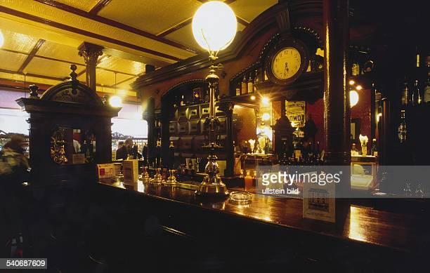 Das Lokal 'Ryan's' im viktorianischen Stil in der Parkgate Aufgenommen 1998