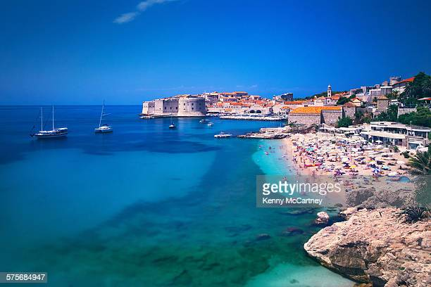 dubrovnik, croatia - old town beach & harbour - kroatië stockfoto's en -beelden