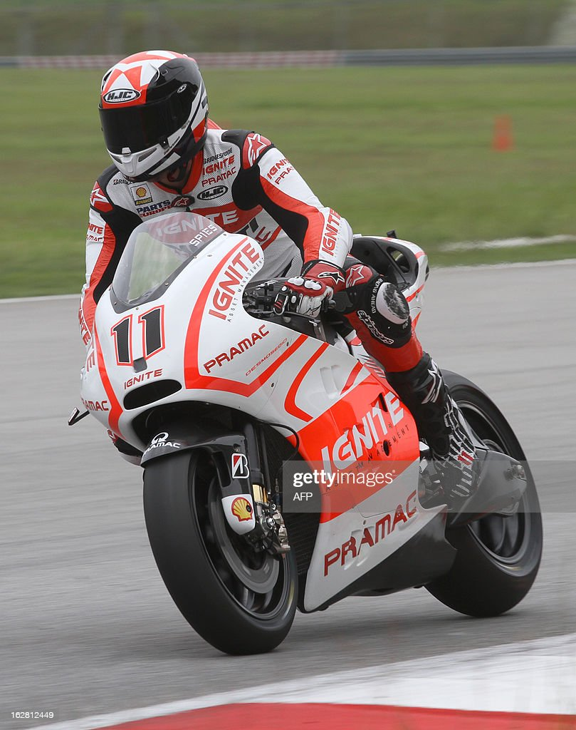 Ducati Parmac rider Ben Spies of the US takes the curve in turn five on the third day of the pre-season MotoGP test at the Sepang circuit outside Kuala Lumpur on February 28, 2013. AFP PHOTO / Peter LIM