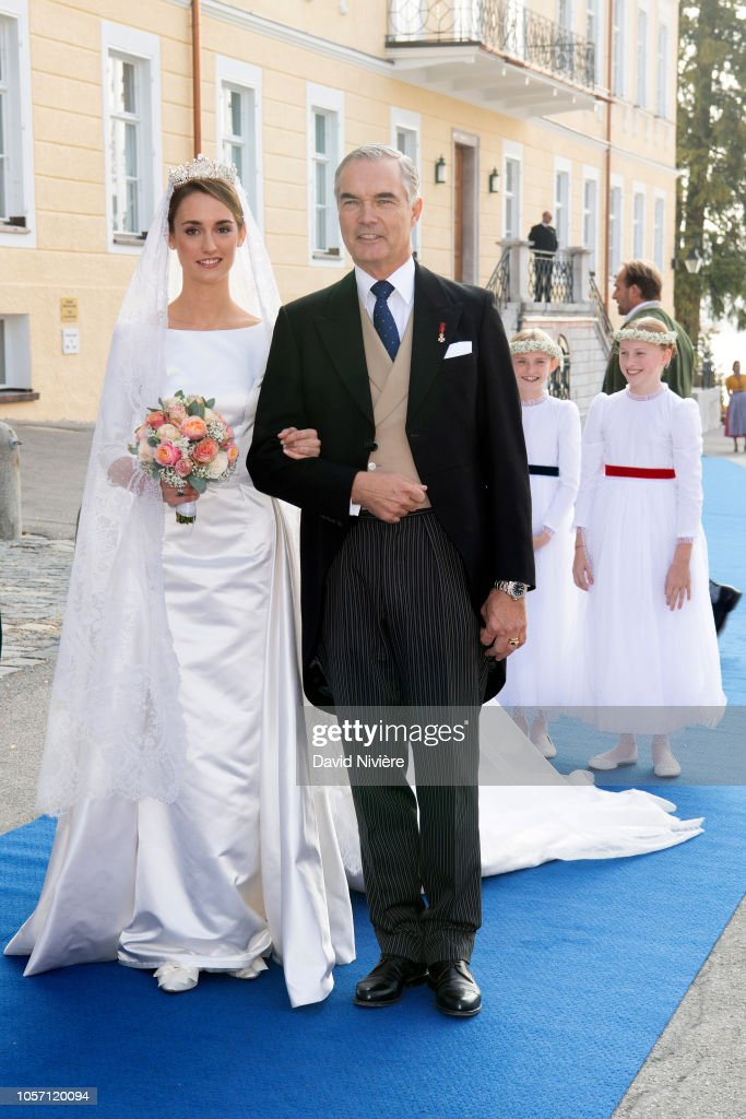Высший свет. Галерея - Страница 16 Duchess-sophie-of-wurtemberg-arrives-at-the-saintquirin-church-with-picture-id1057120094