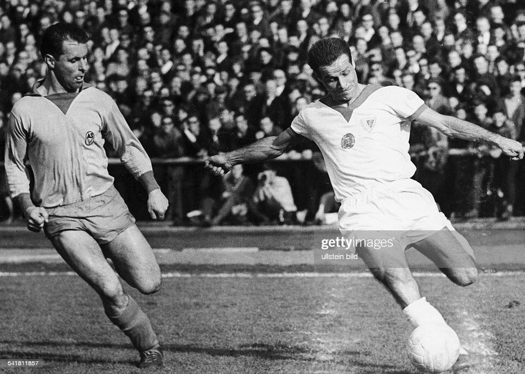 Ducke, Roland - Fussballspieler, DDR/ (r.) Pictures | Getty Images