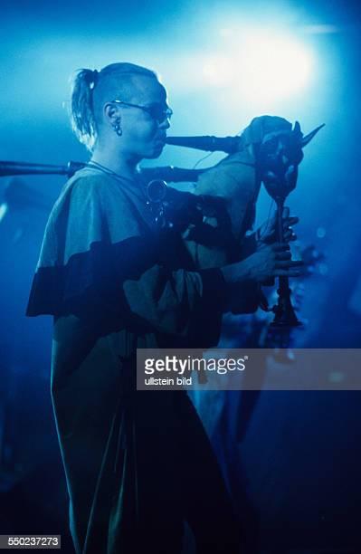 Dudelsackspieler Yellow Pfeifer während eines Konzertes im Berliner Pfefferberg