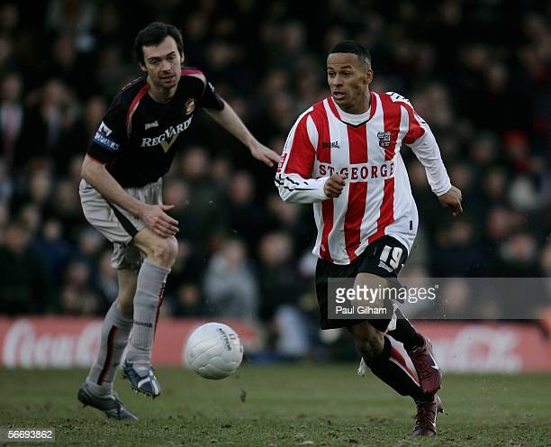 Dudley Campbell of Brentford goes past Sunderland's Gary Breen to score the opening goal during the FA Cup Fourth Round Match between Brentford and...