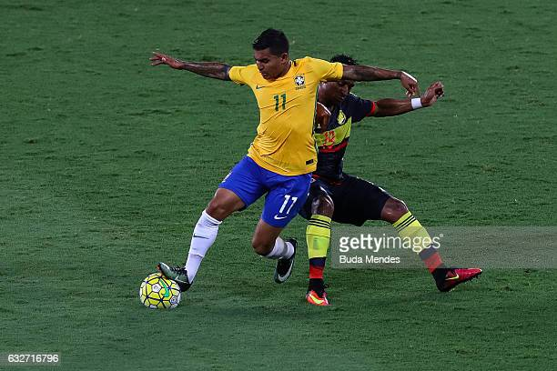 Dudu of Brazil struggles for the ball with Farid Diaz of Colombia during a match between Brazil and Colombia as part of Friendly Match In Memory of...