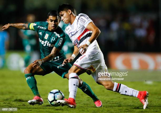 Dudu of Palmeiras and Luiz Araujo of Sao Paulo in action during the match between Sao Paulo and Palmeiras for the Brasileirao Series A 2017 at...