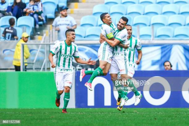 Dudu of Palmeiras celebrates their third goal during the match Gremio v Palmeiras as part of Brasileirao Series A 2017 at Arena do Gremio on October...