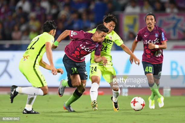 Dudu of Ventforet Kofu competes for the ball against Yuki Abe and Takahiro Sekine of Urawa Red Diamonds during the JLeague J1 match between Ventforet...