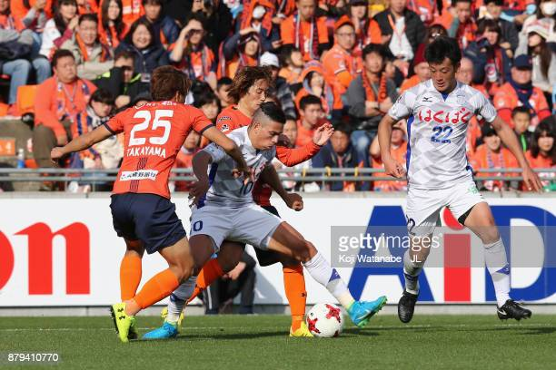 Dudu of Ventforet Kofu controls the ball under pressure of Kazuma Takayama and Takuya Wada of Omiya Ardija during the JLeague J1 match between Omiya...