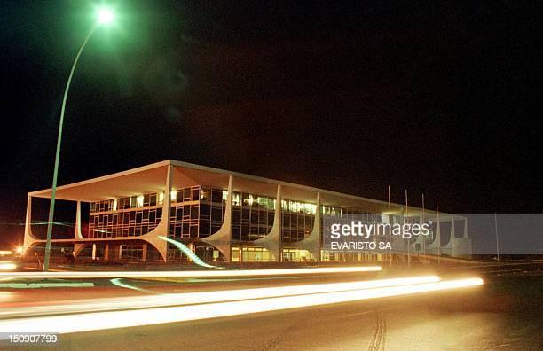 Due to the energy crisis in Brazil, the lights that adorn the Palacio de Planalto are dimmed, 16 May 2001, Brasilia, Brazil. A raiz de la crisis de...
