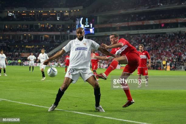 Duel Frederic KANOUTE / Franck QUEUDRUE FC Seville / Middlesbrough Finale de la Coupe UEFA Eindhoven