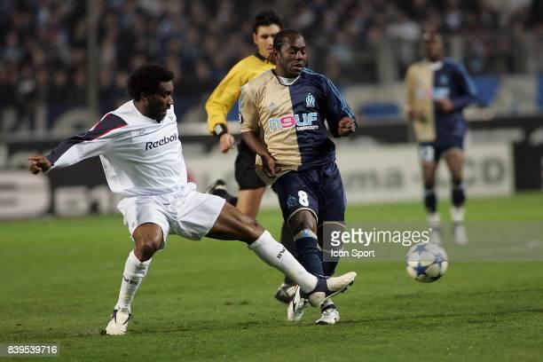 Duel Jay Jay OKOCHA / Wilson ORUMA - Marseille / Bolton - - 1/16eme Finale Coupe UEFA -