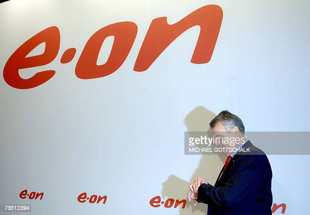 The chief executive of German energy group E.ON, Wulf Bernotat, looks at his watch as he arrives at a press conference in Dusseldorf 07 March 2007....
