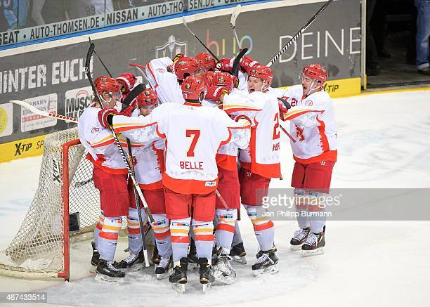 Duesseldorfer EG celebrates the away victory during the game between Hamburg Freezers and Duesseldorfer EG on march 24 2015 in Hamburg Germany