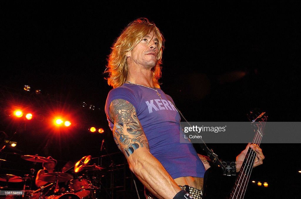 Duff McKagan of Velvet Revolver surprises thousands of people with a special free performance in Hollywood prior to kicking off their headlining tour.