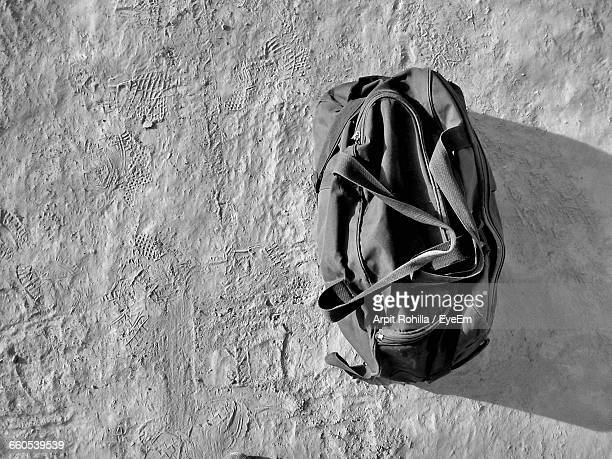 duffle bag on ground - gym bag stock pictures, royalty-free photos & images