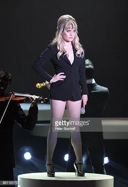 Duffy Tänzer 180 ZDFShow 'Wetten dass''Messehalle' Düsseldorf NordrheinWestfalen Deutschland Europa Bühne Auftritt Mikrofon sexy HotPants Shorts...