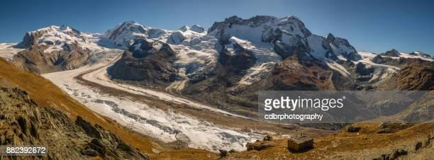 dufourspitze panorama, autumn hiking in zermatt, switzerland - monte rosa foto e immagini stock
