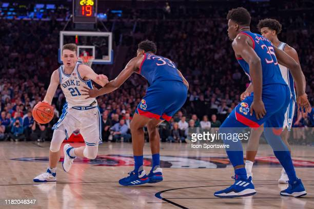 Duke Blue Devils forward Matthew Hurt drives to the basket during the State Farm Champions Classic game between the Kansas Jayhawks and Duke Blue...