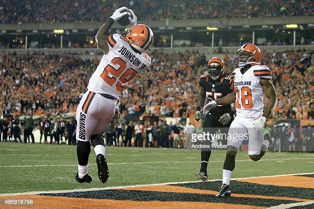Duke Johnson Jr #29 of the Cleveland Browns catches a pass for a touchdown during the second quarter of the game against the Cincinnati Bengals at...