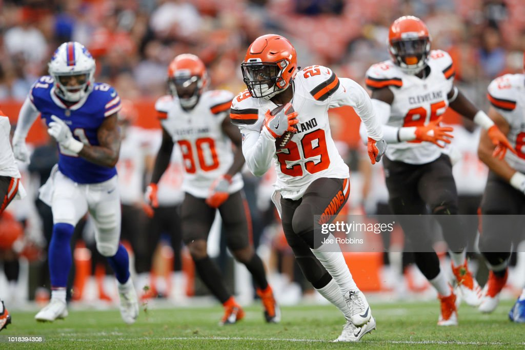 Duke Johnson Jr. #29 of the Cleveland Browns runs the ball in the first quarter of a preseason game against the Buffalo Bills at FirstEnergy Stadium on August 17, 2018 in Cleveland, Ohio.