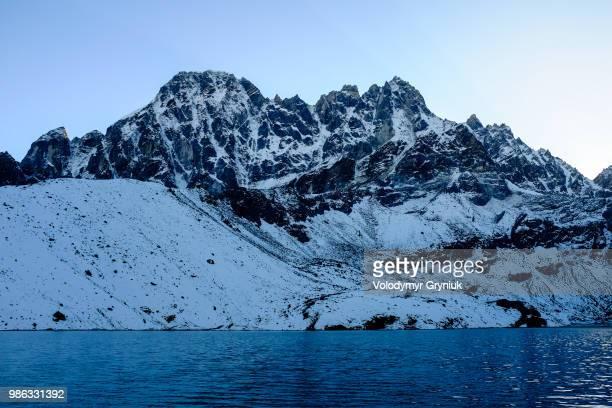 dukh pokhari lake, gokyo. - gokyo lake stock pictures, royalty-free photos & images