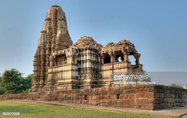 dulhadeo temple, khajuraho, india - khajuraho stock pictures, royalty-free photos & images