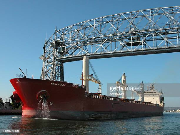 duluth lift bridge and ship - duluth minnesota stock pictures, royalty-free photos & images