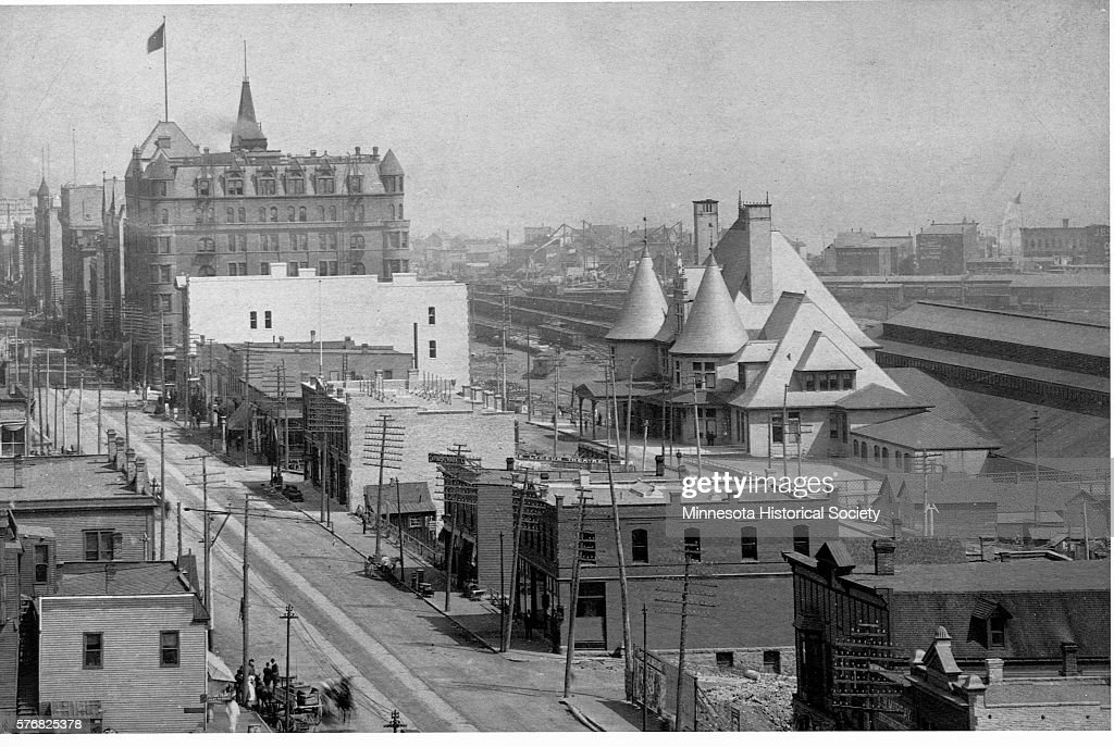 Duluth's Union Depot and Spalding Hotel : News Photo