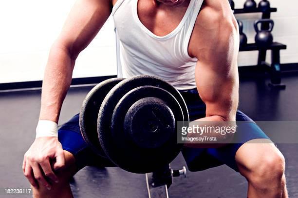 levantamento de bíceps, haltere - enroscado - fotografias e filmes do acervo