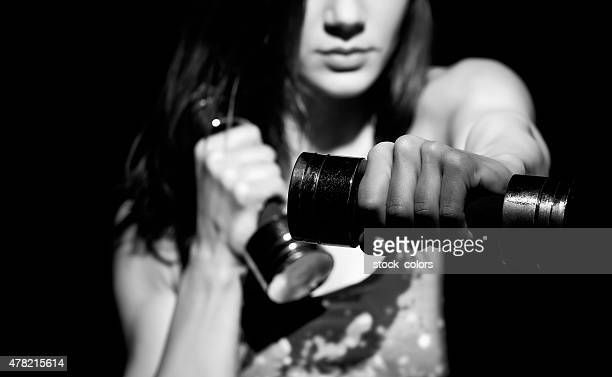 dumbdell exercício - silhueta de corpo feminino preto e branco - fotografias e filmes do acervo