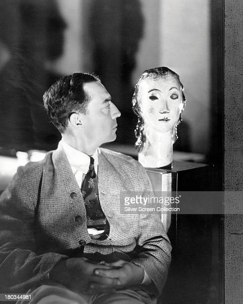 A dummy head appears to wink at American comic actor and filmmaker Buster Keaton circa 1925