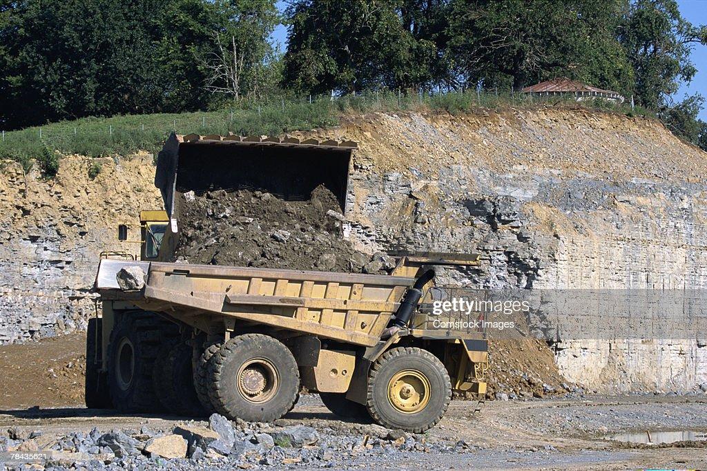 Dump truck at road building site : Stockfoto