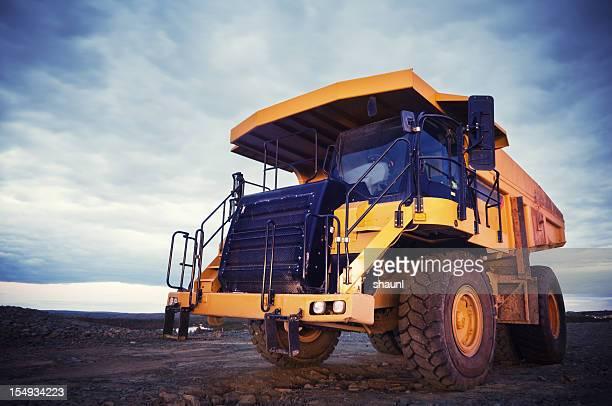 ダンプトラック - ダンプカー ストックフォトと画像