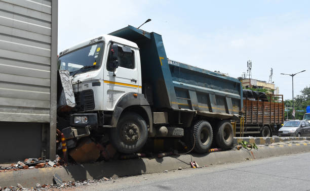 IND: Dumper Rams Into The Wall Of The Sion Hospital Flyover, No Injuries