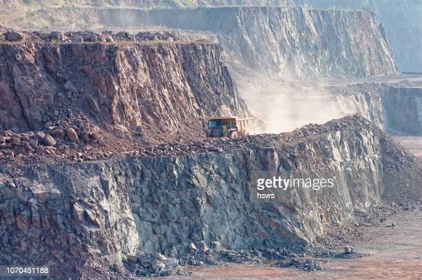採石場鉱山のダンプ トラック。 - 石切場 ストックフォトと画像