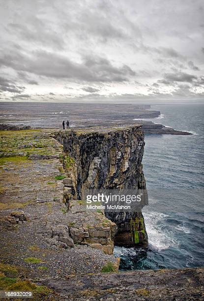 dun aengus cliffs - dun aengus stock pictures, royalty-free photos & images