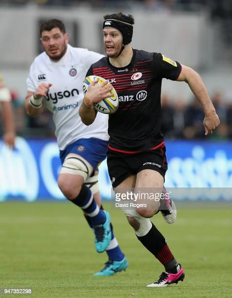Duncan Taylor of Saracens breaks with the ball during the Aviva Premiership match between Saracens and Bath Rugby at Allianz Park on April 15 2018 in...