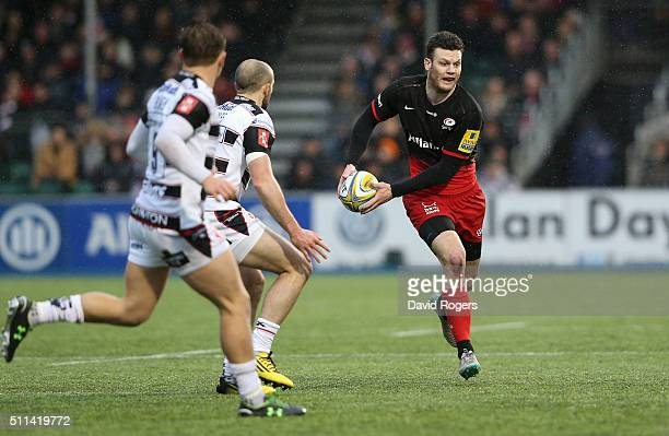 Duncan Taylor of Saracens runs with the ball during the Aviva Premiership match between Saracens and Gloucester at Allianz Park on February 20, 2016...
