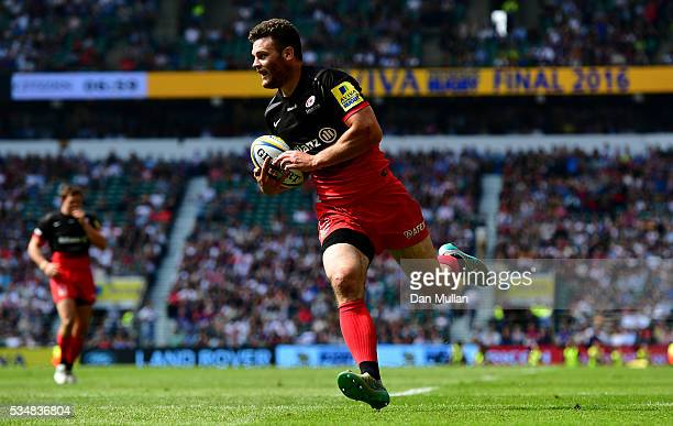 Duncan Taylor of Saracens scores his team's first try during the Aviva Premiership final match between Saracens and Exeter Chiefs at Twickenham...