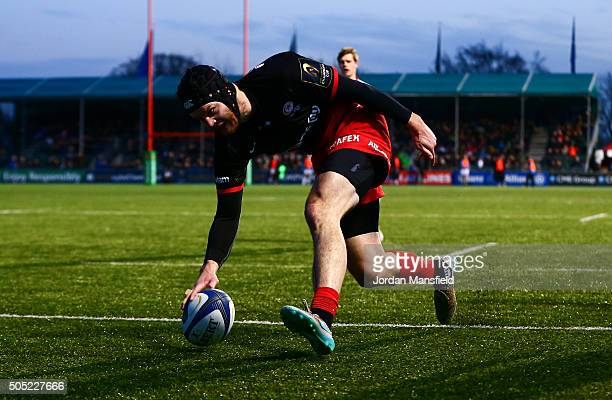 Duncan Taylor of Saracens touches down a try during the European Rugby Champions Cup match between Saracens and Ulster Rugby at Allianz Park on...