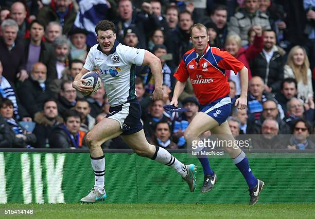 Duncan Taylor of Scotland runs in to score a try during the RBS Six Nations match between Scotland and France at Murrayfield Stadium on March 13,...