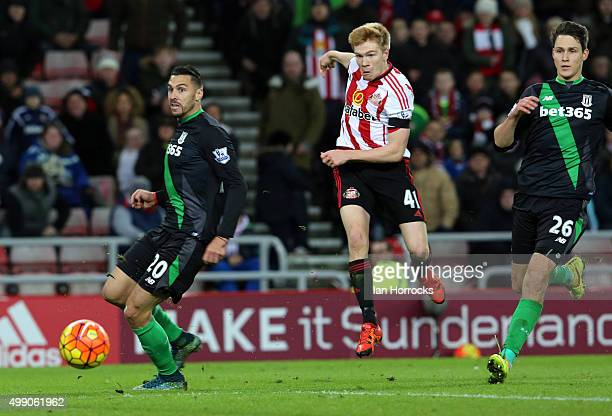 Duncan Watmore of Sundeland scores the second goal during the Barclays Premier League match between Sunderland AFC and Stoke City FC at The Stadium...