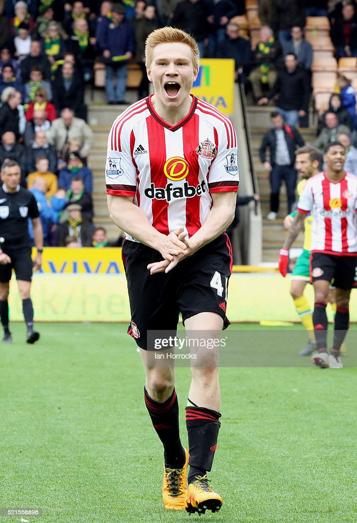 Duncan Watmore of Sunderland celebrates scoring the third goal during the Barclays Premier League match between Norwich City and Sunderland at Carrow road in Norwich, England on April 16,2016