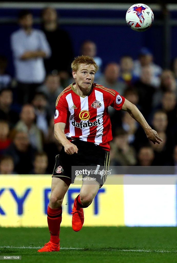 Duncan Watmore of Sunderland in action during the EFL Cup Third Round match between Queens Park Rangers v Sunderland at Loftus Road on September 21, 2016 in London, England.